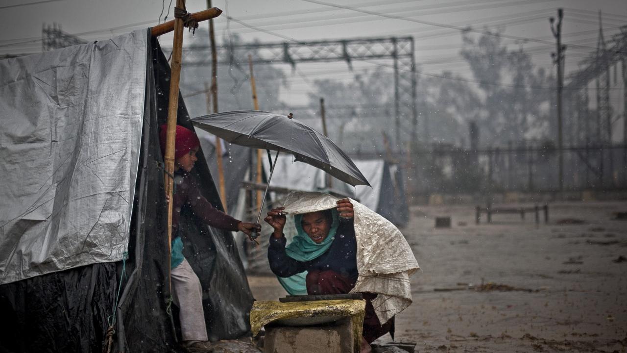 Най-малко 35 души загинаха в Индия след проливни дъждове