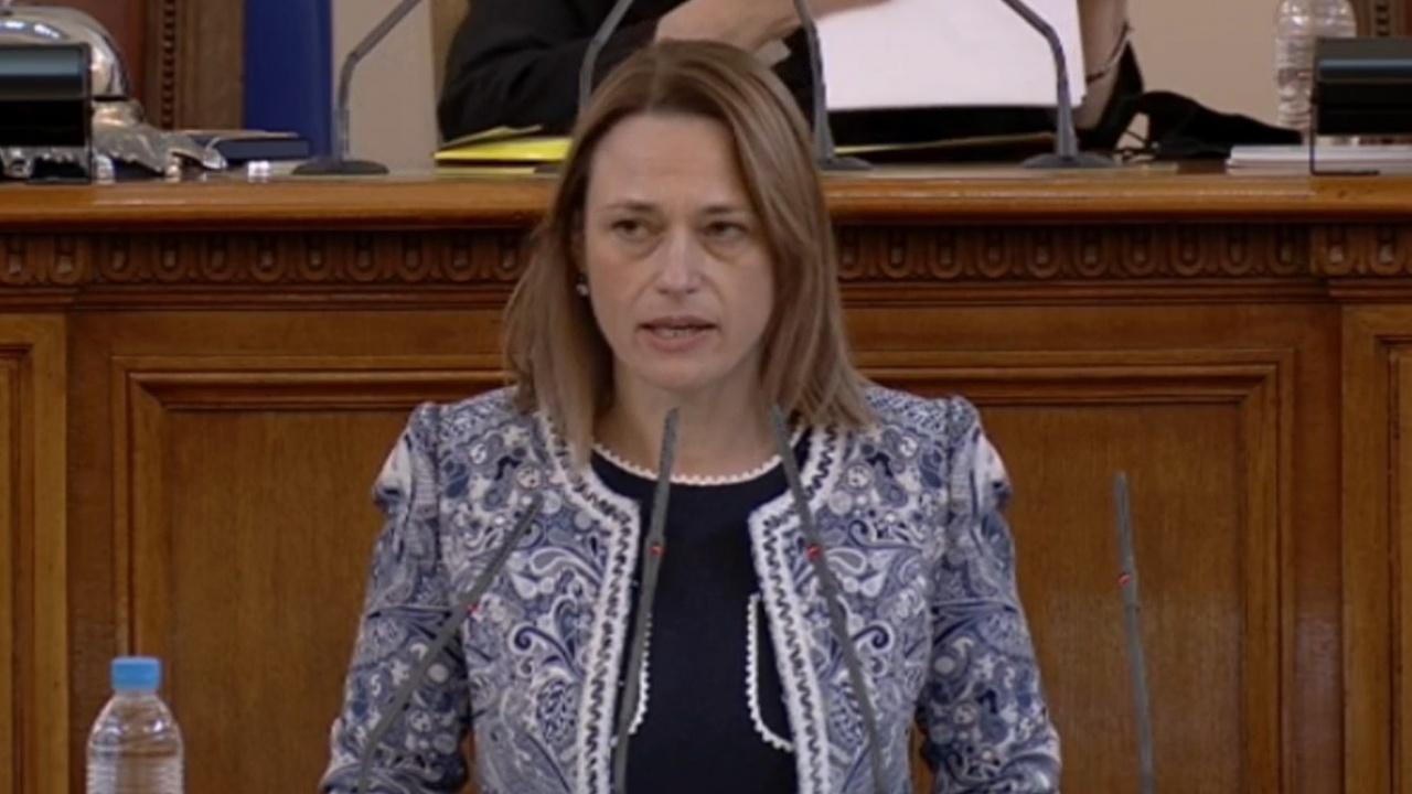 Манолова харесва Ива Митева за председател на парламента, Дончева за заместник