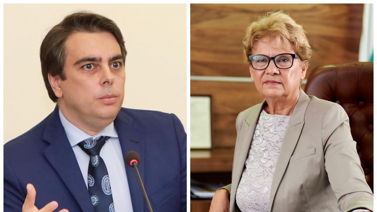 Министрите Василев и Комитова сезираха главния прокурор за нарушения в АПИ