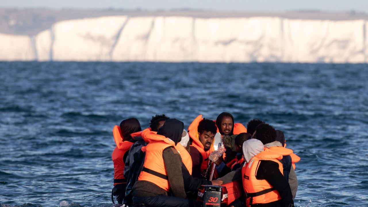 Рекорден брой мигранти прекосиха Ламанша за денонощие