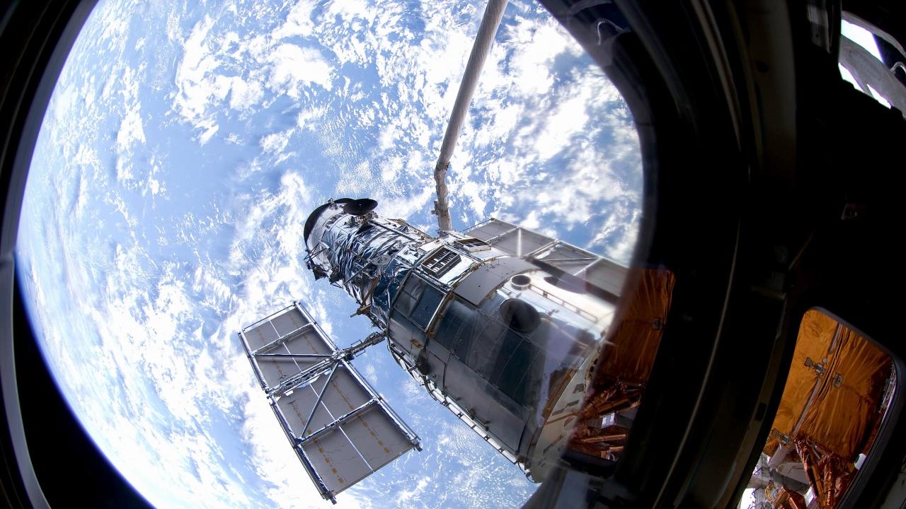"""Телескопът """"Хъбъл"""" възобнови напълно работата си и вече изпраща снимки"""