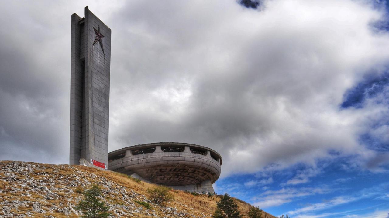 """Решението на министъра на културата за статута на паметника на връх """"Бузлуджа"""" тепърва предстои"""