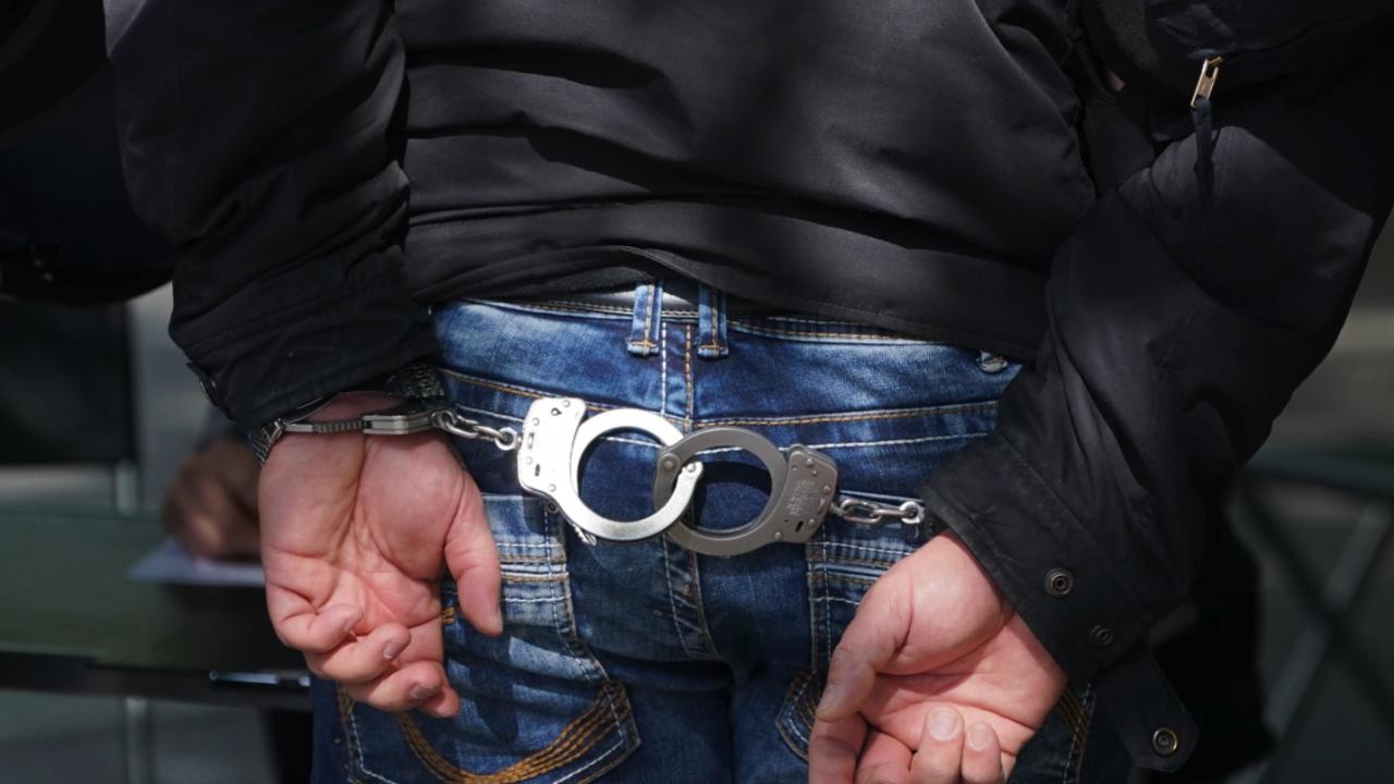 Пуснаха срещу 5 000 лева гаранция полицая, блъснал и убил дете на пешеходна пътека в Пазарджишко