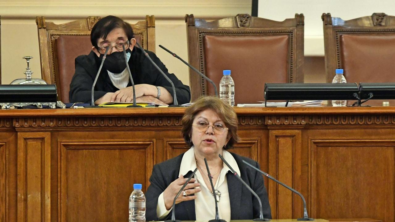 Дончева коментира състоянието на Слави Трифонов, очаква той да отстъпи решенията на хората си в парламента