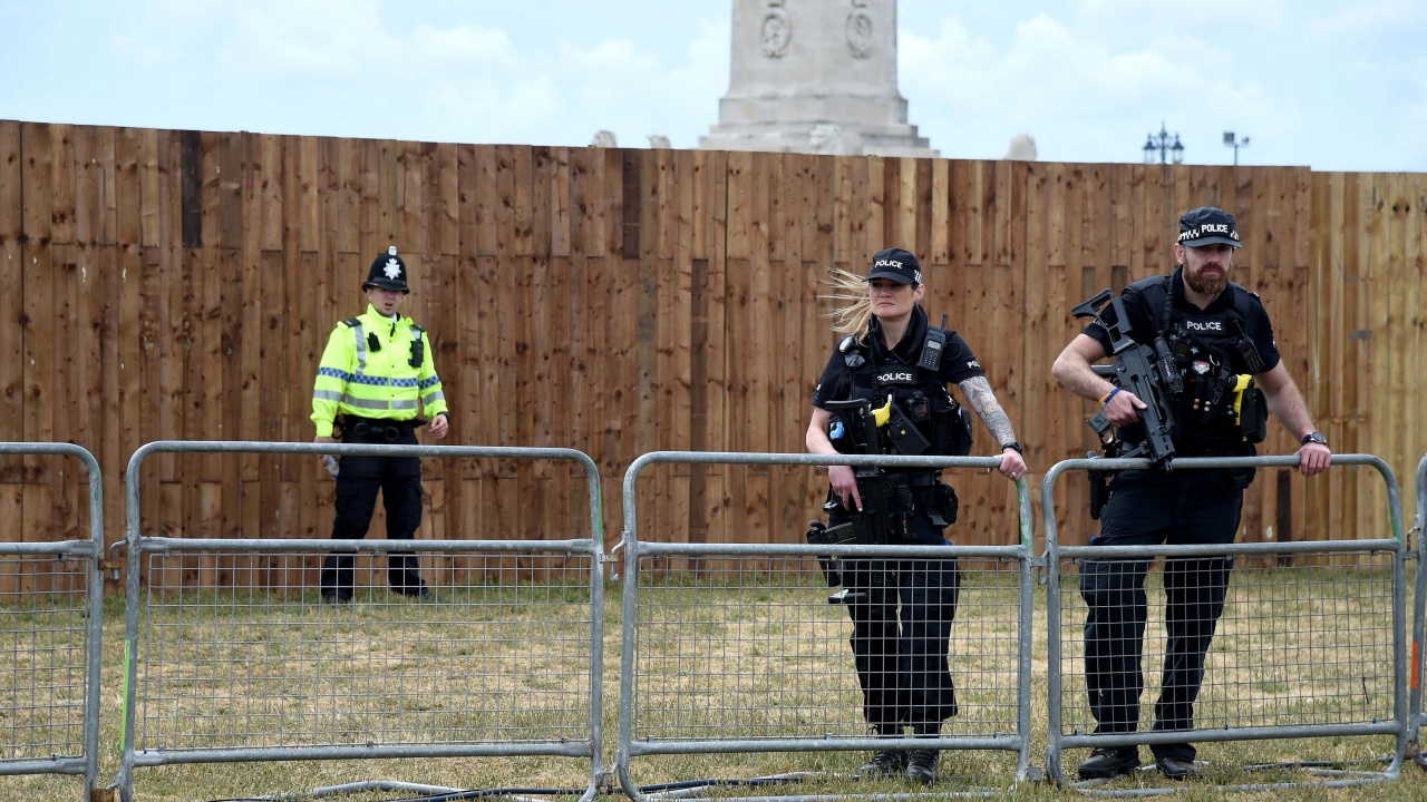 В Норвегия са арестувани трима мъже и иззети големи количества оръжия