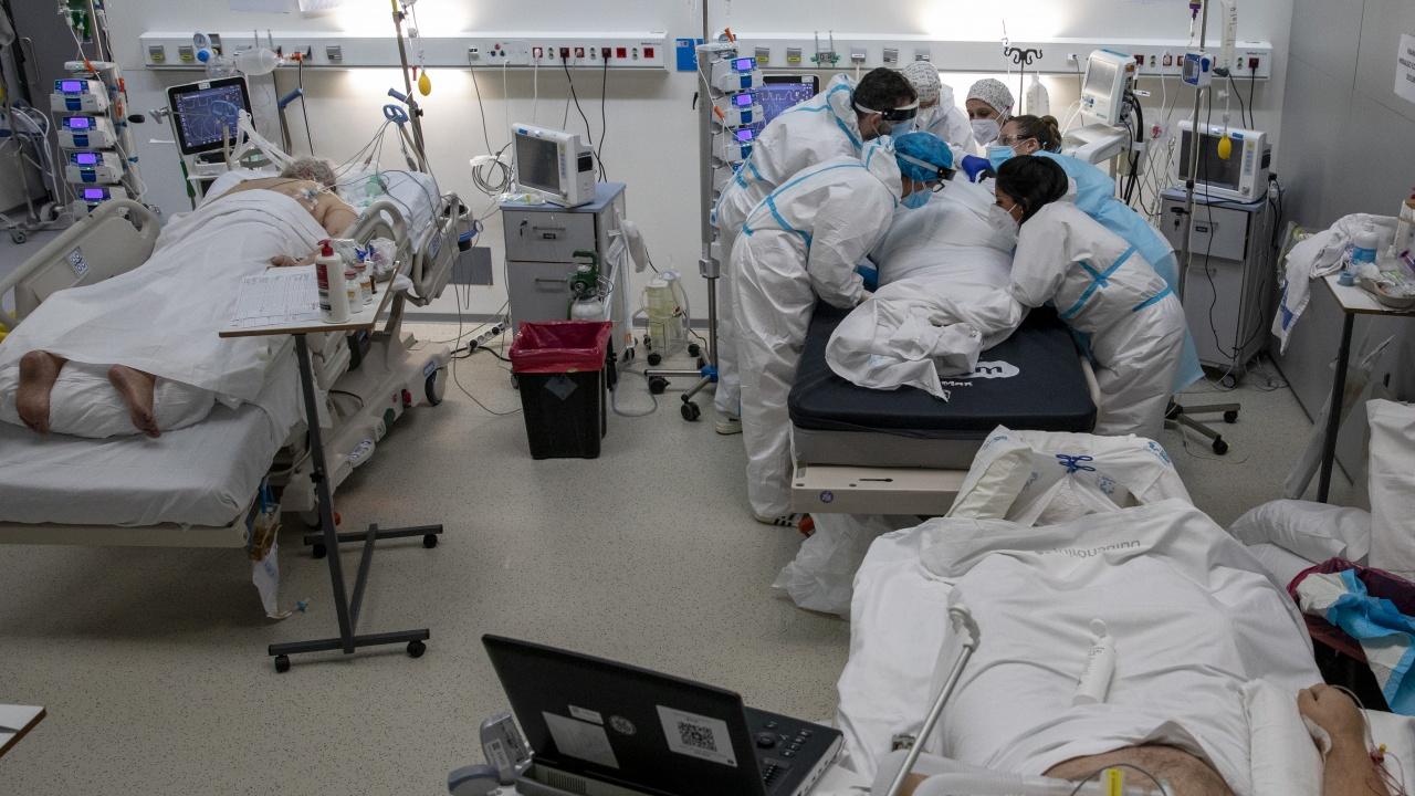 80% от новите случаи на COVID в Испания са сред неваксинирани