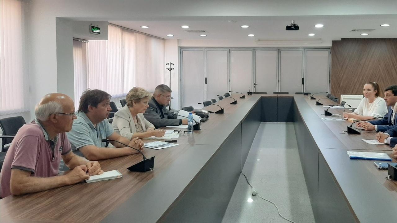 """Министър Комитова се срещна с ръководството на Асоциацията """"Хидроенергия"""""""