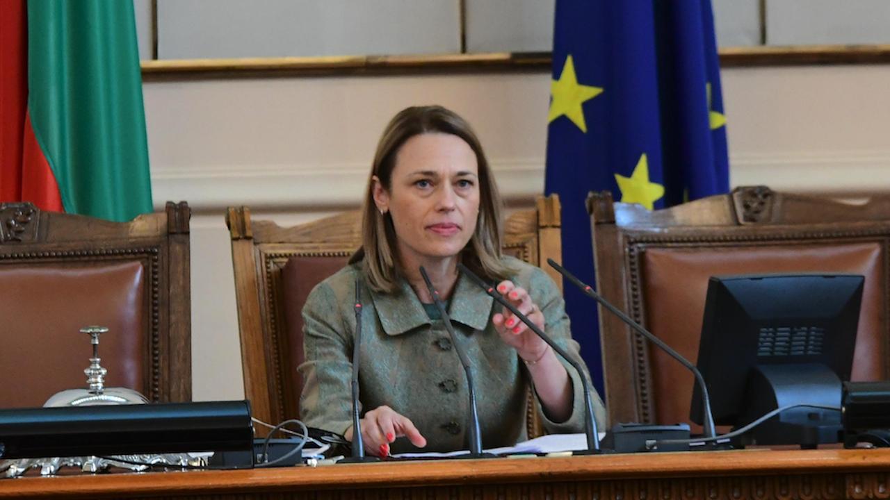 Митева ще предложи депутатите да нямат лятна ваканция