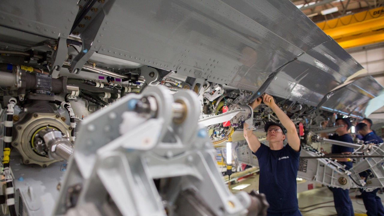 """""""Еърбъс"""" достави първия си самолет A350, сглобен в китайския завод на компанията"""