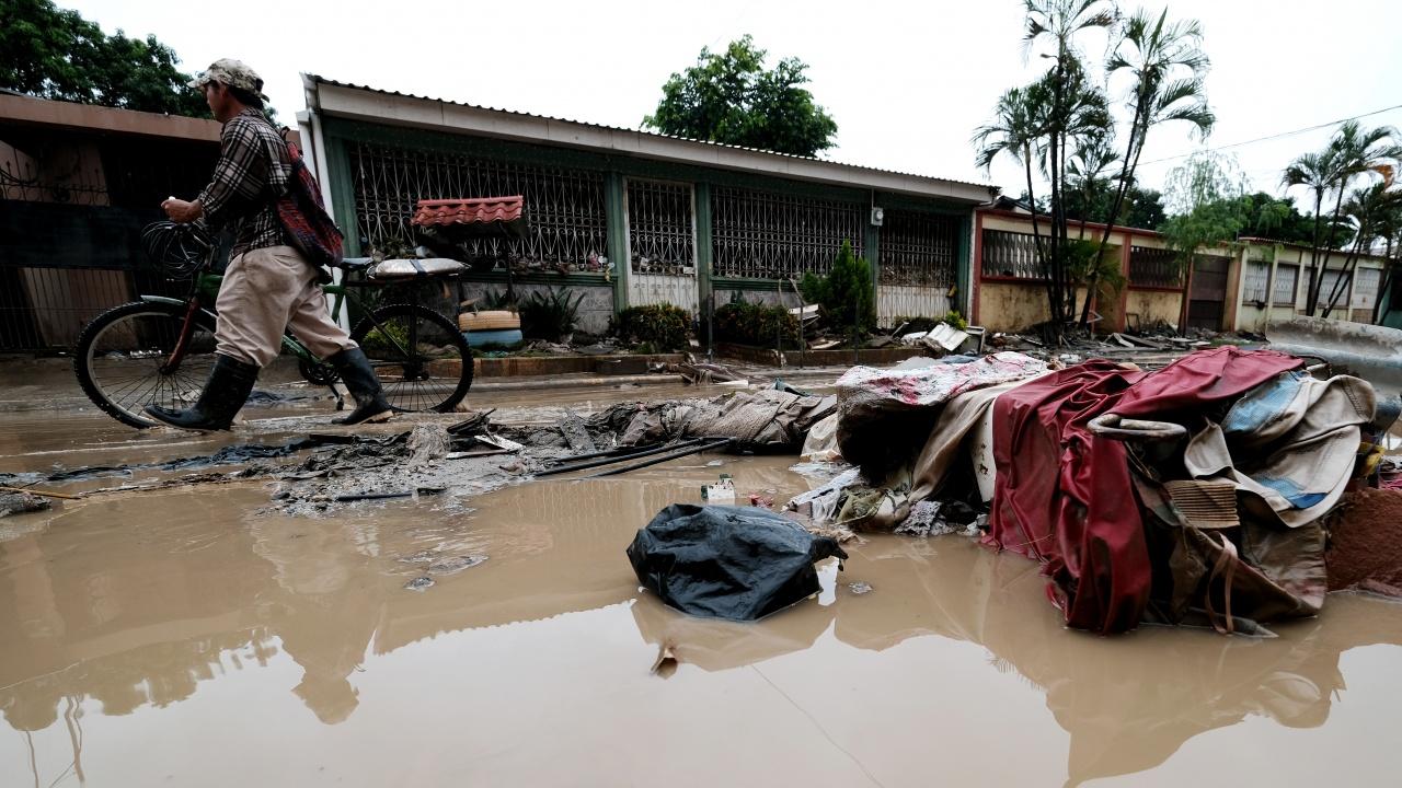 Около 200 000 души са евакуирани в Китай заради наводнения