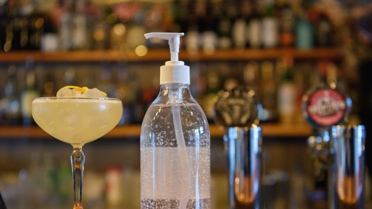 Любителите на алкохола в Токио са недоволни от коронавирусните ограничения
