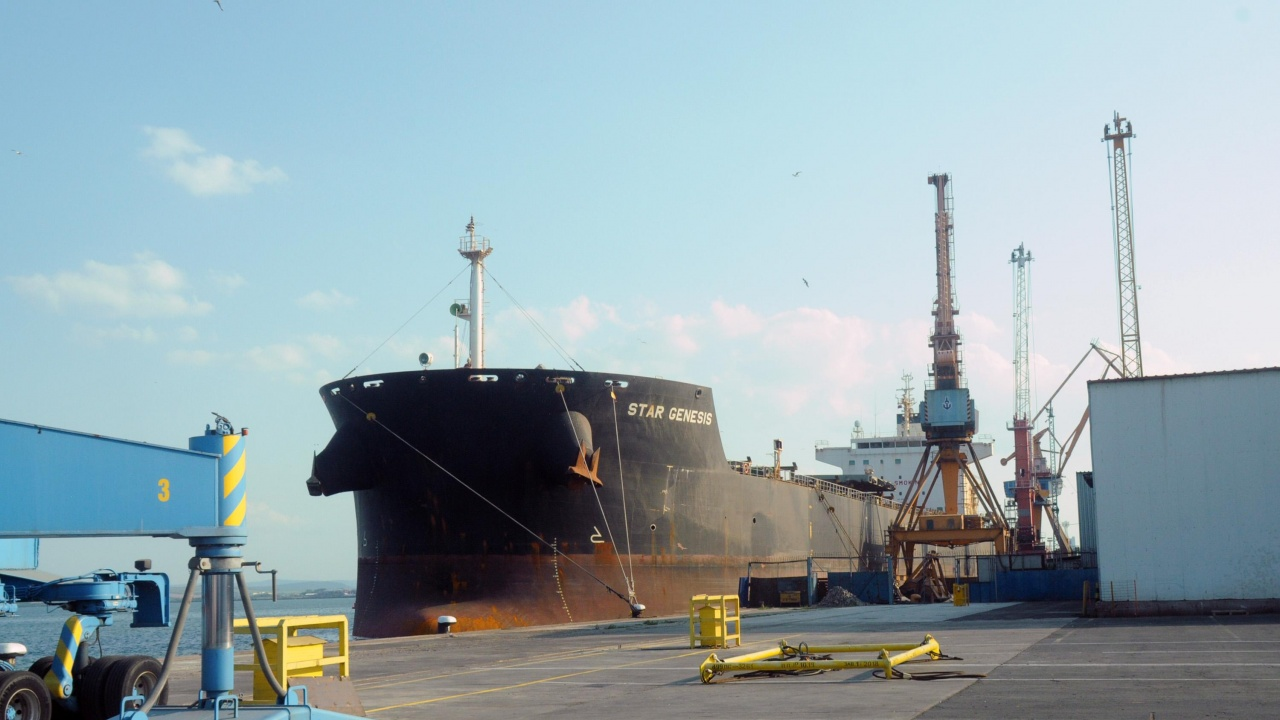Филипинският кораб със заразените моряци напуска бургаското пристанище