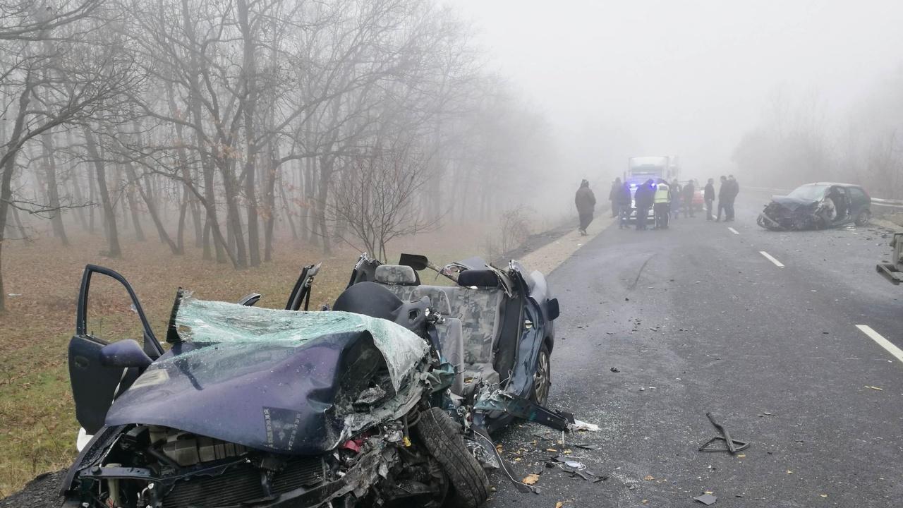 """Тежка катастрофа на АМ """"Тракия"""", жена се оказа в смазана кола"""