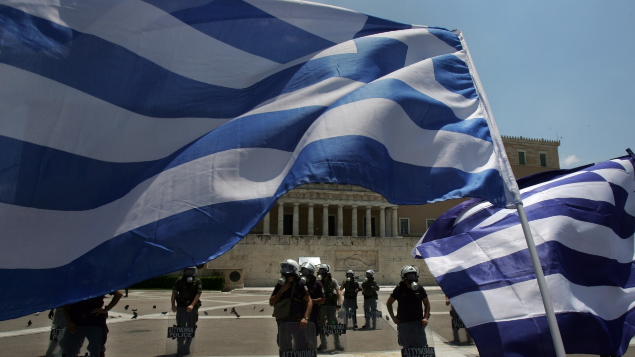 Гърците се разбунтуваха срещу задължителната ваксинация, не искат Бил Гейтс да ги чипира