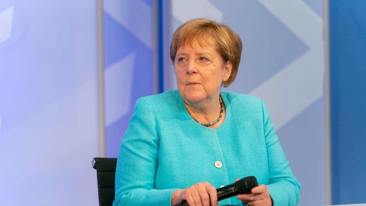 """Меркел приветства споразумението между Германия и САЩ във връзка със """"Северен поток 2"""""""