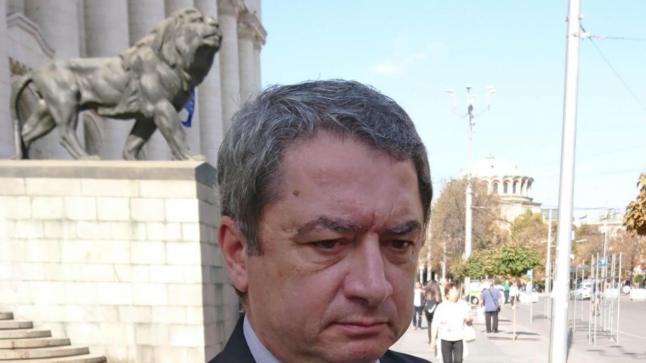Емануил Йорданов за novini.bg: Гешев не знае ли, че закъснялото падане от власт е по-болезнено
