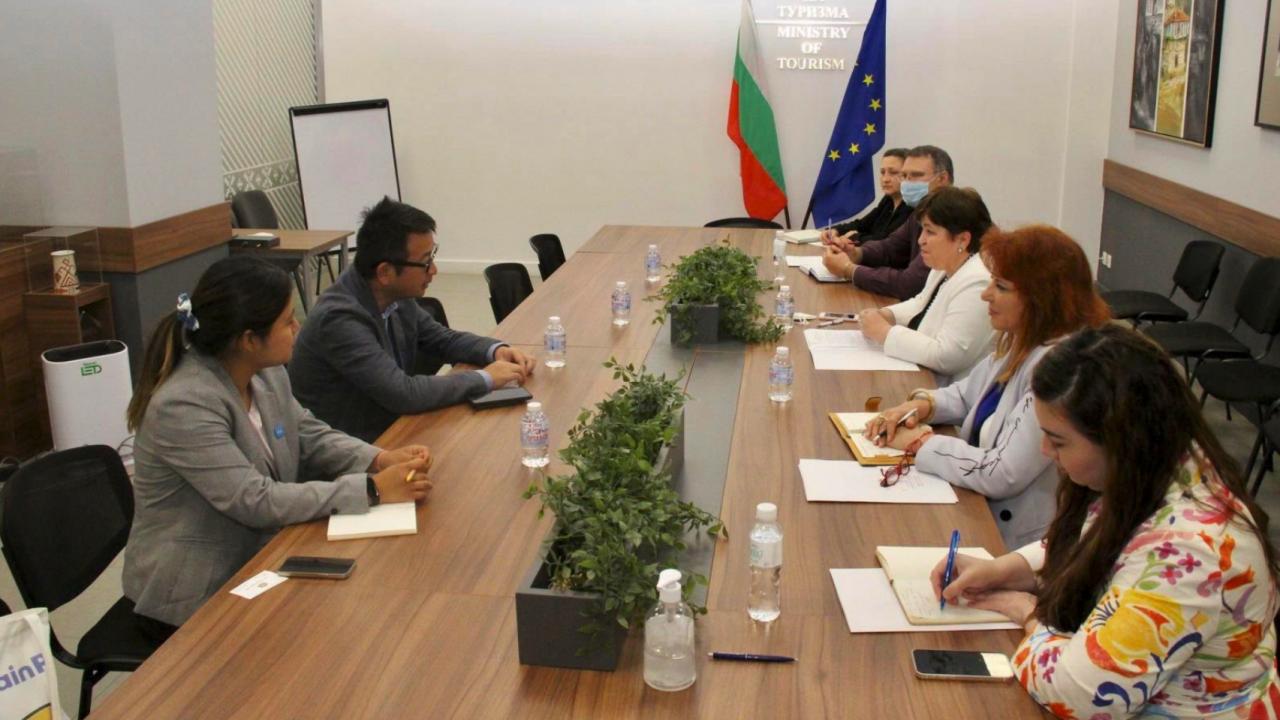 Стела Балтова изтъкна предимствата на България като туристическа дестинация пред китайски туроператор