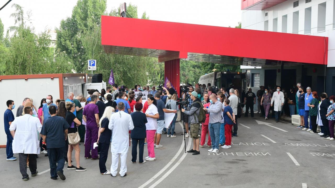 """Лекари от """"Пирогов"""" все пак отиват на протест пред Президентството тази вечер"""