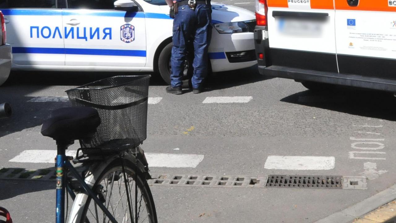 Блъснаха две момичета на пешеходна пътека в Бургас