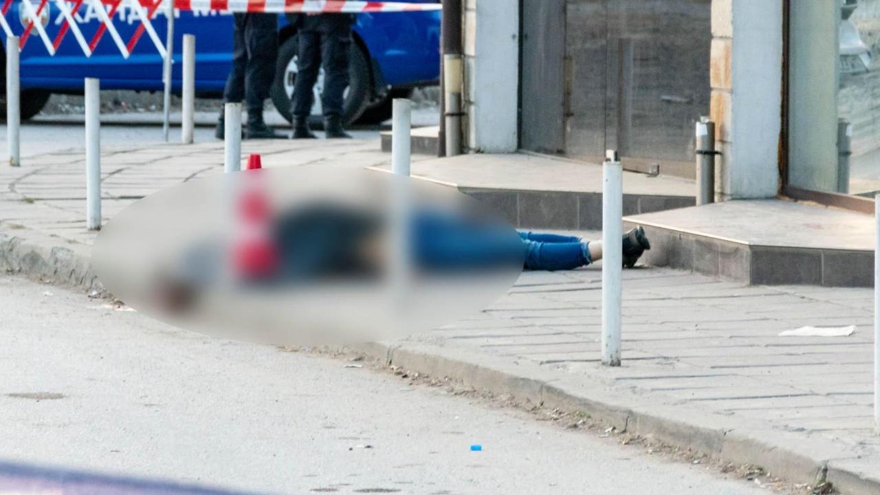 Свалиха труп от козирките на жилищен блок в Пловдив