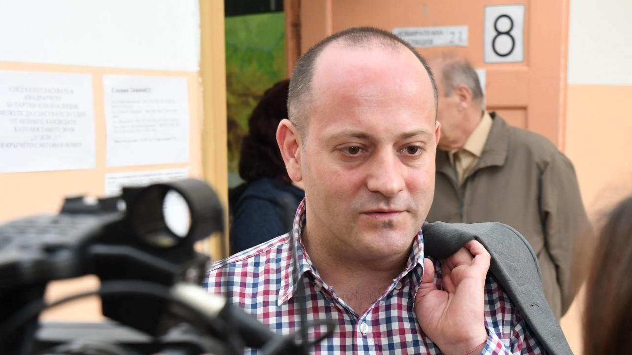 """Радан Кънев притеснен от """"анонимните фигури"""" в преговорите за властта"""