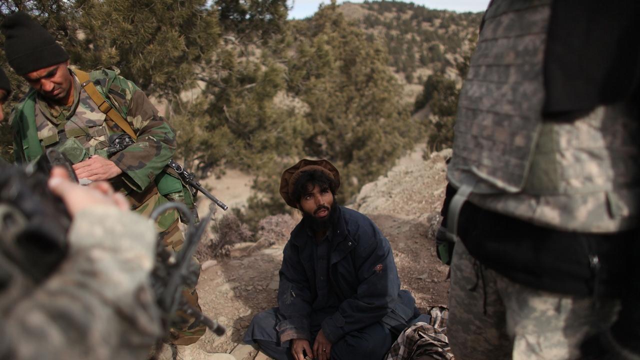 Афганистански войници потърсили убежище в Пакистан след загуба на погранични военни постове