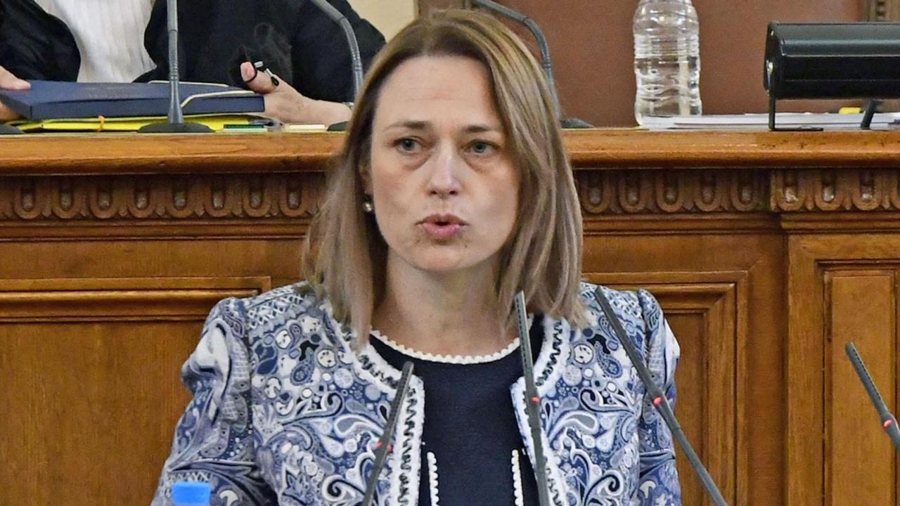 Ива Митева: Депутатите да започнат да изпълняват съвестно задълженията си