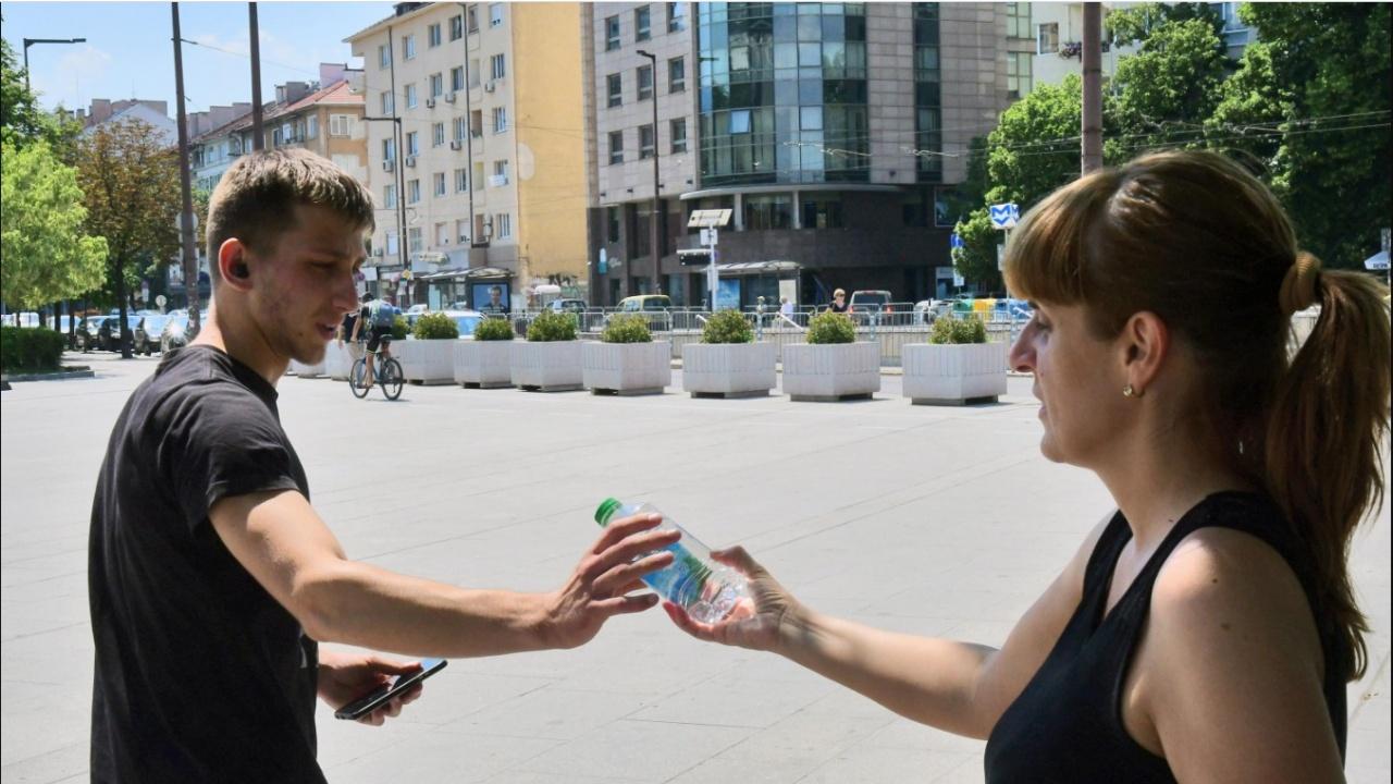 Доброволци от БЧК ще раздават вода