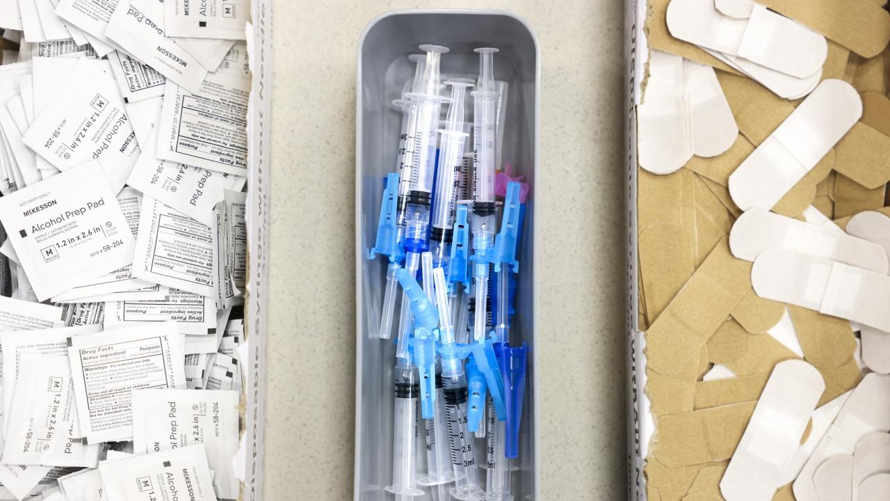 Информационно обслужване: Данните за ваксинираните срещу COVID-19 по административни области са въведени коректно