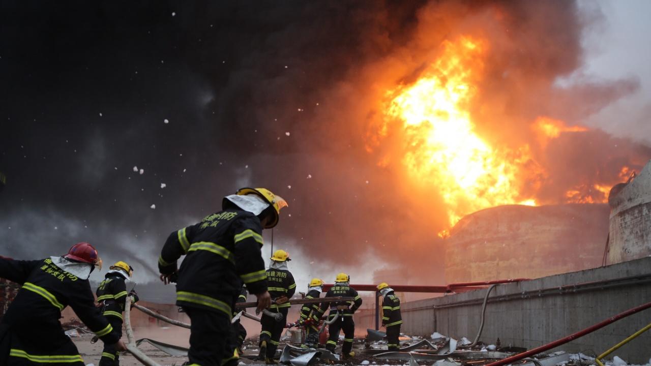 Петима изчезнали след експлозия в химически завод в Леверкузен