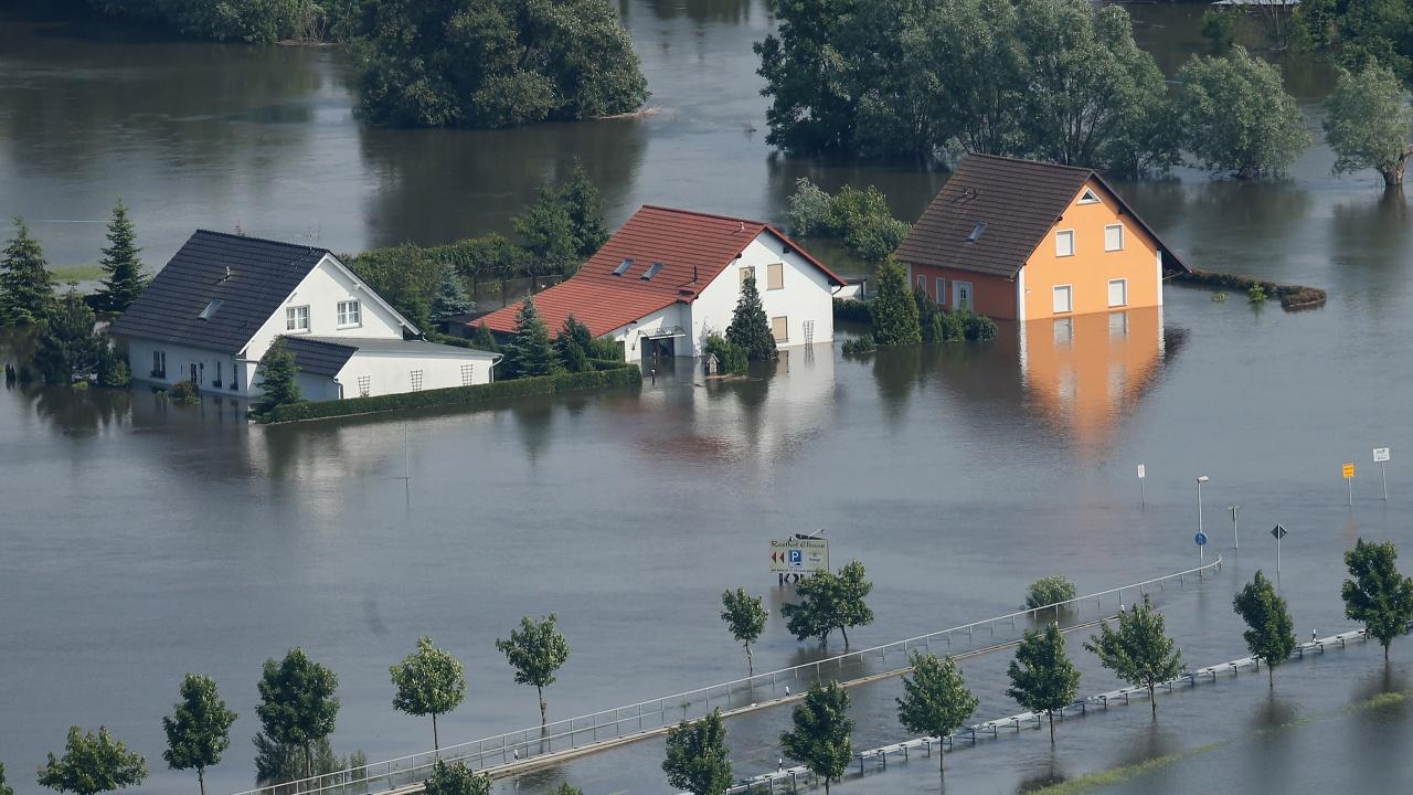 5800 домакинства все още са без ток в Западна Германия