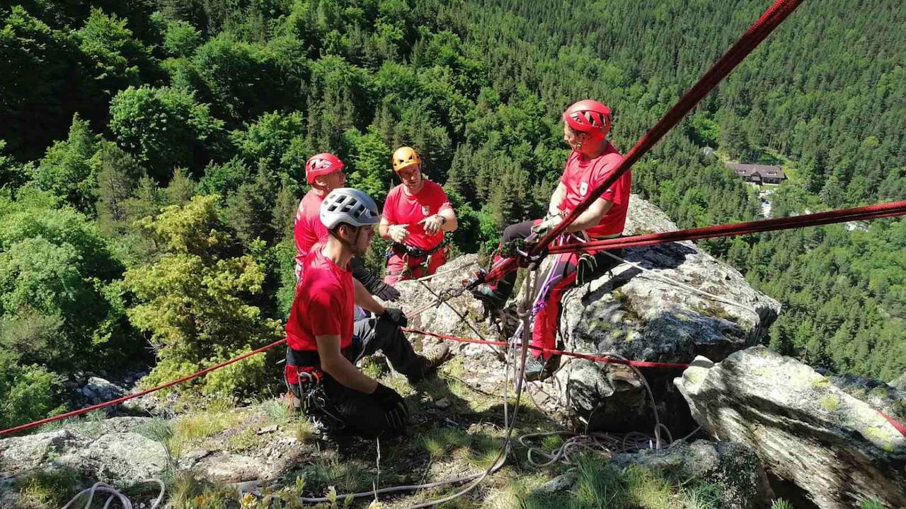 Четирима израелски туристи паднаха в пропаст край Рилския манастир