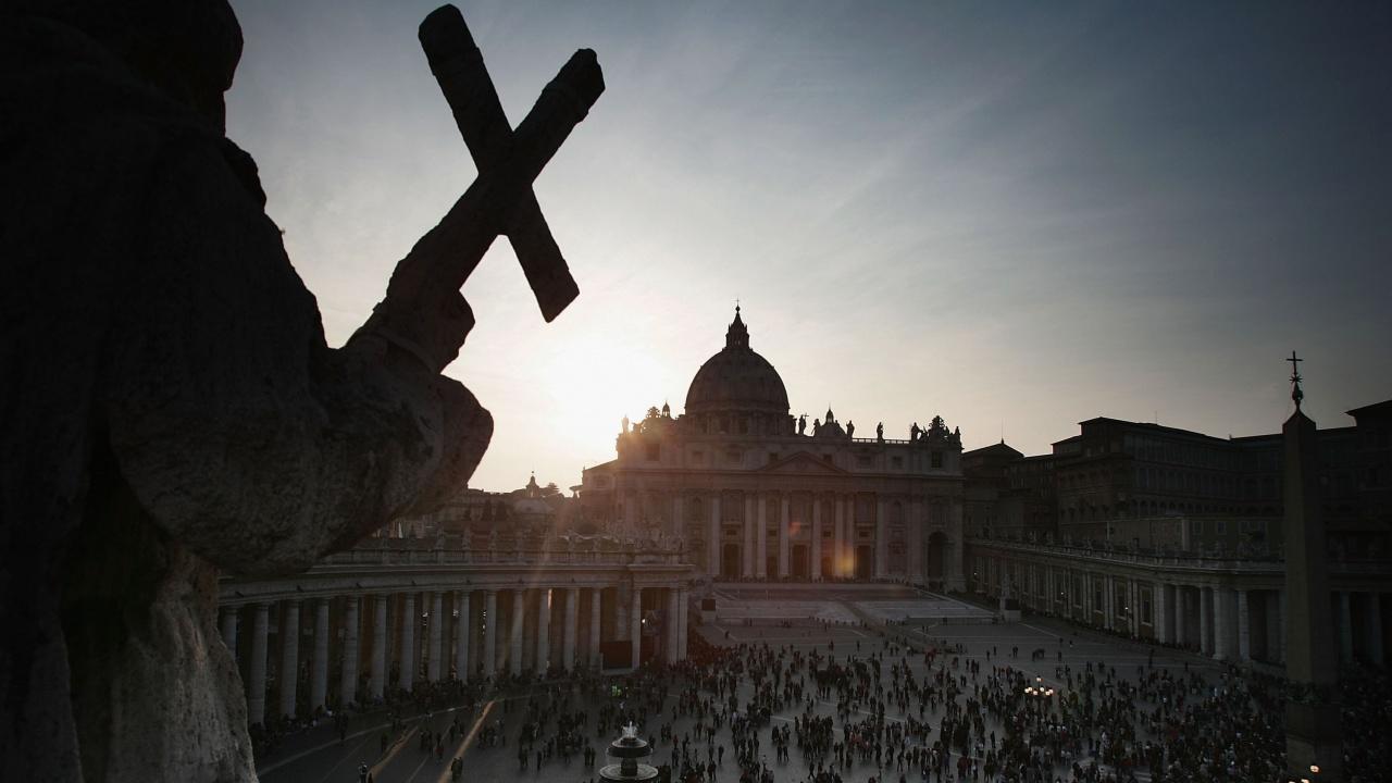 Ватикана за пръв път изправя на съд кардинал по дело за покупка на луксозен имот с пари на Църквата