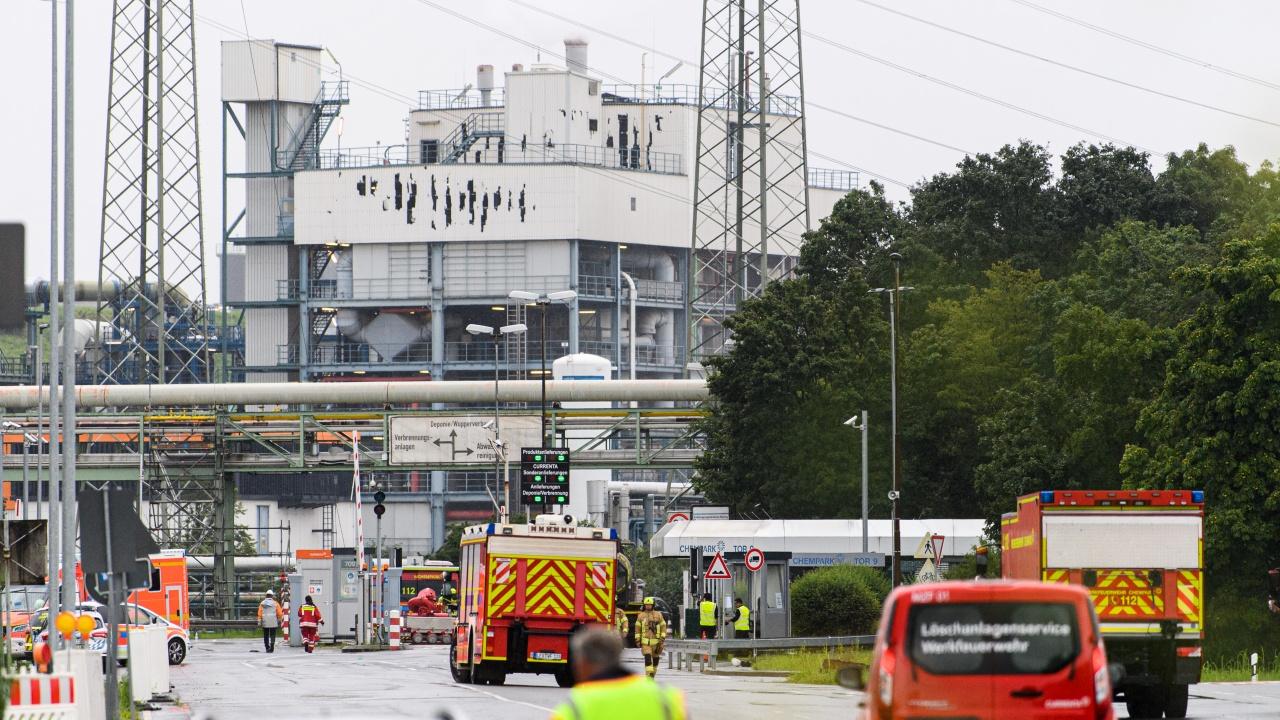 Пожарникари са предотвратили втора експлозия в химическия завод в Леверкузен