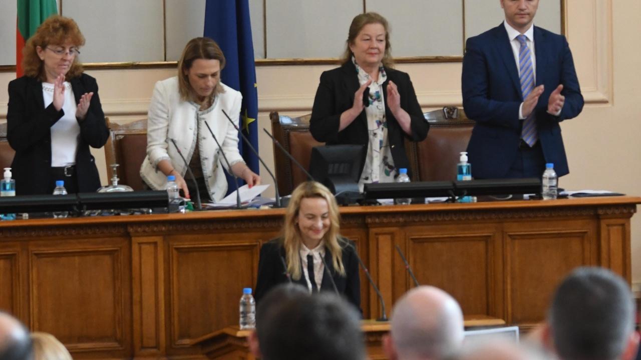 Със закъснение: Антоанета Стефанова положи клетва като депутат