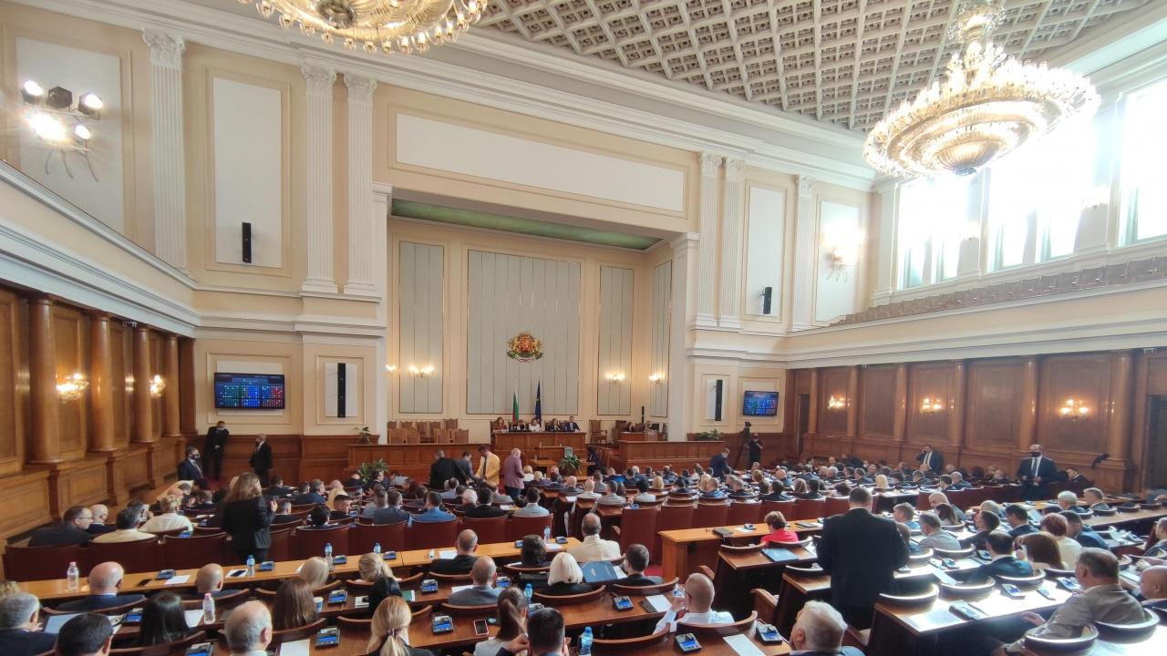 Парламентът прекрати правомощията на санкционирания от САЩ Илко Желязков