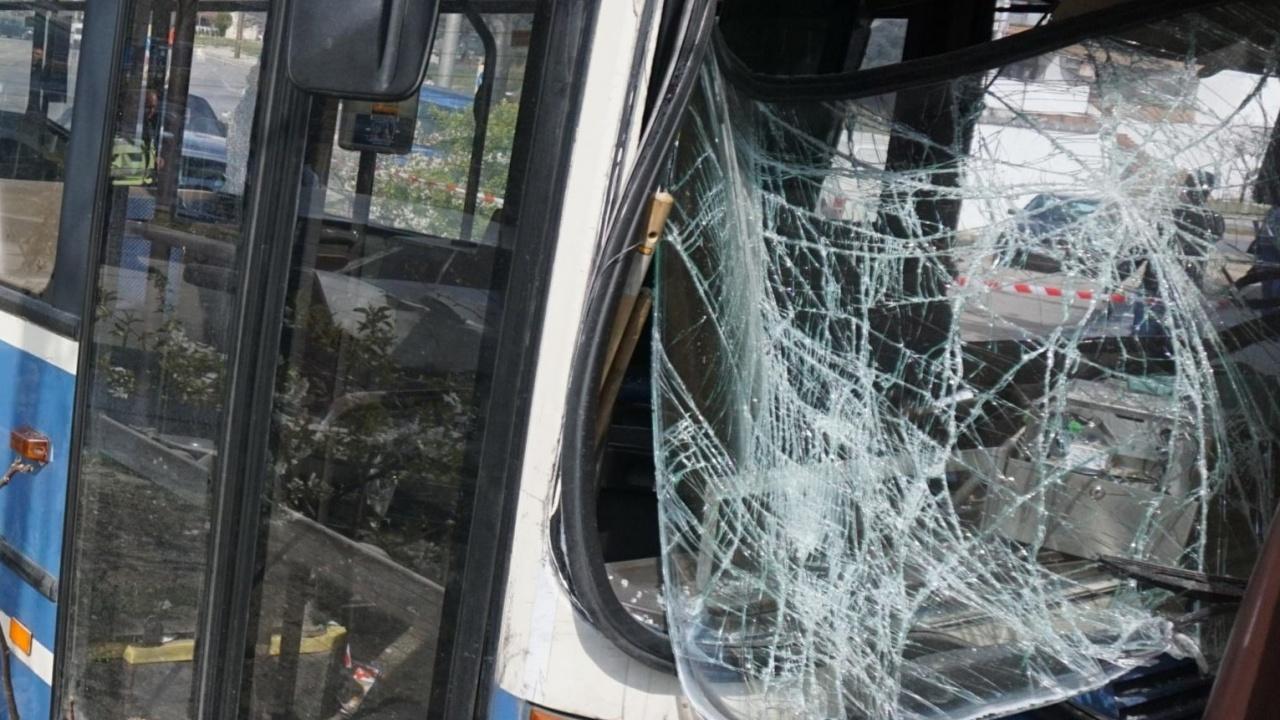 Автобус от градския транспорт в Бургас с див екшън в час пик