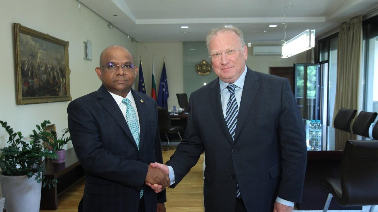 Светлан Стоев прие малдивския си колега Абдула Шахид