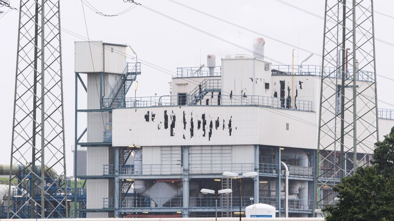 Спасители още издирват петима работници от експлодиралия индустриален парк в Германия