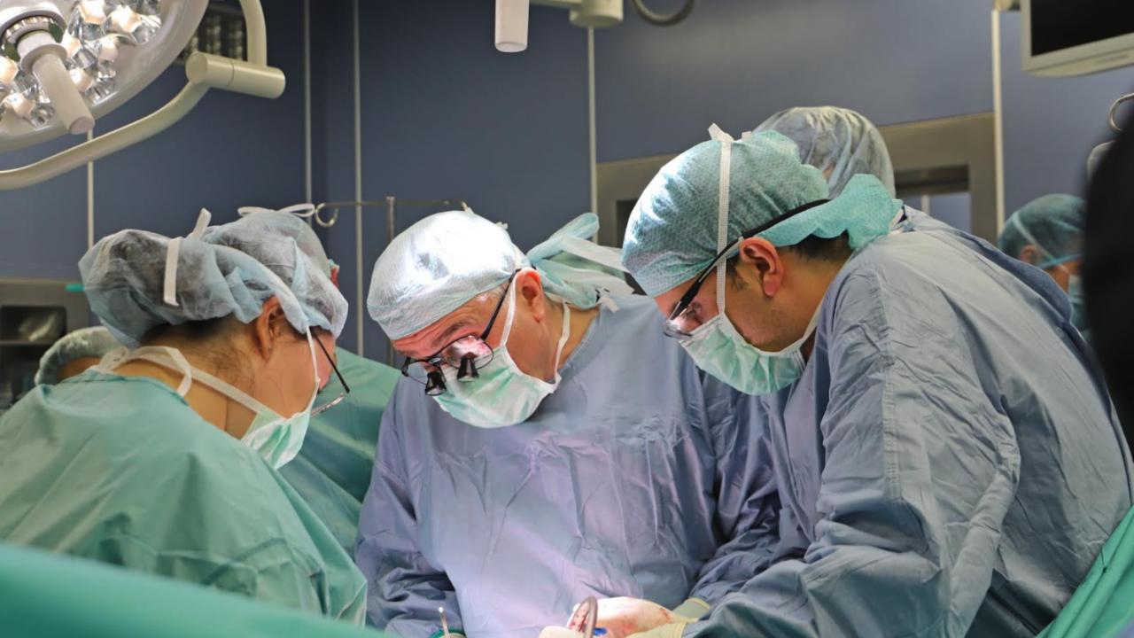 Специалисти от ВМА трансплантираха по спешност черен дроб на 44-годишен мъж