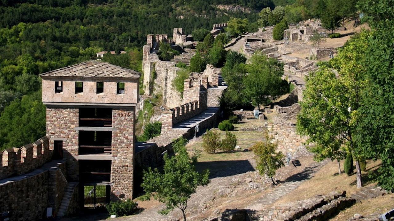 Откриха болярски накити от 14-и век на крепостта Трапезица