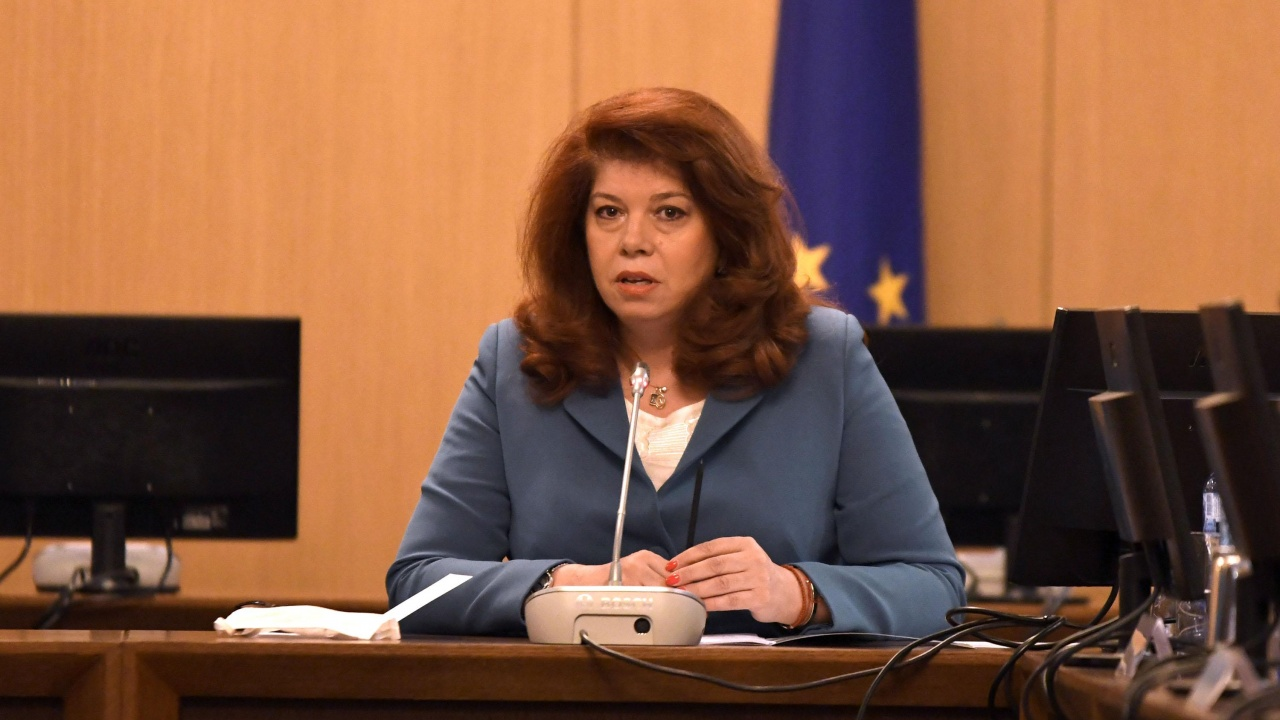 Илияна Йотова: България час по-скоро трябва да има редовно правителство