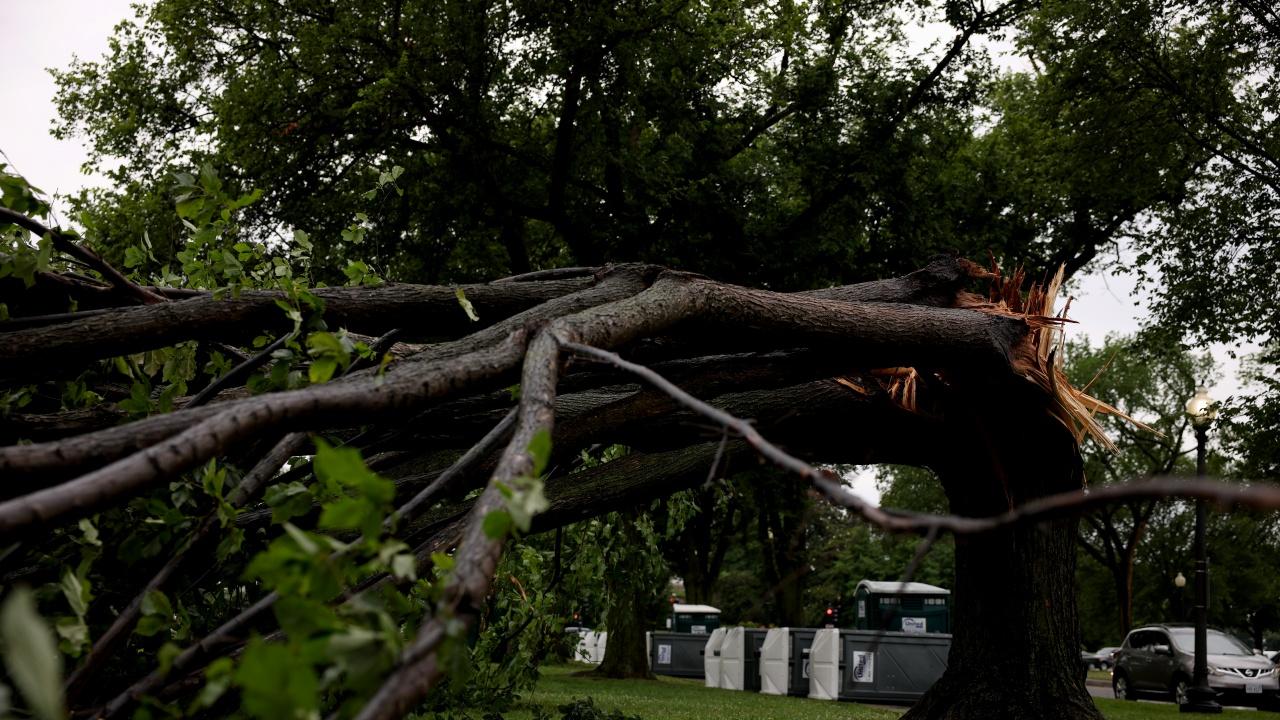 Две торнада се завихриха в щата Пенсилвания, има ранени