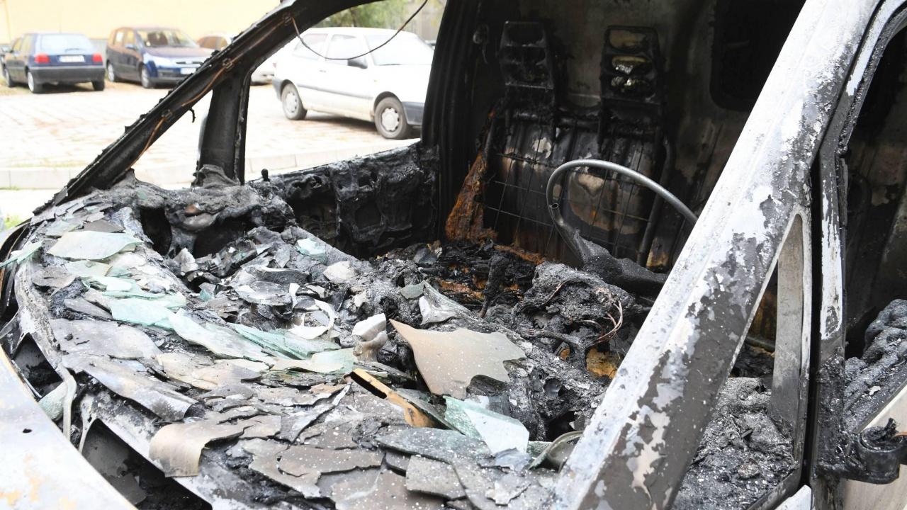 Крими тип запали автомобил в Пазарджик