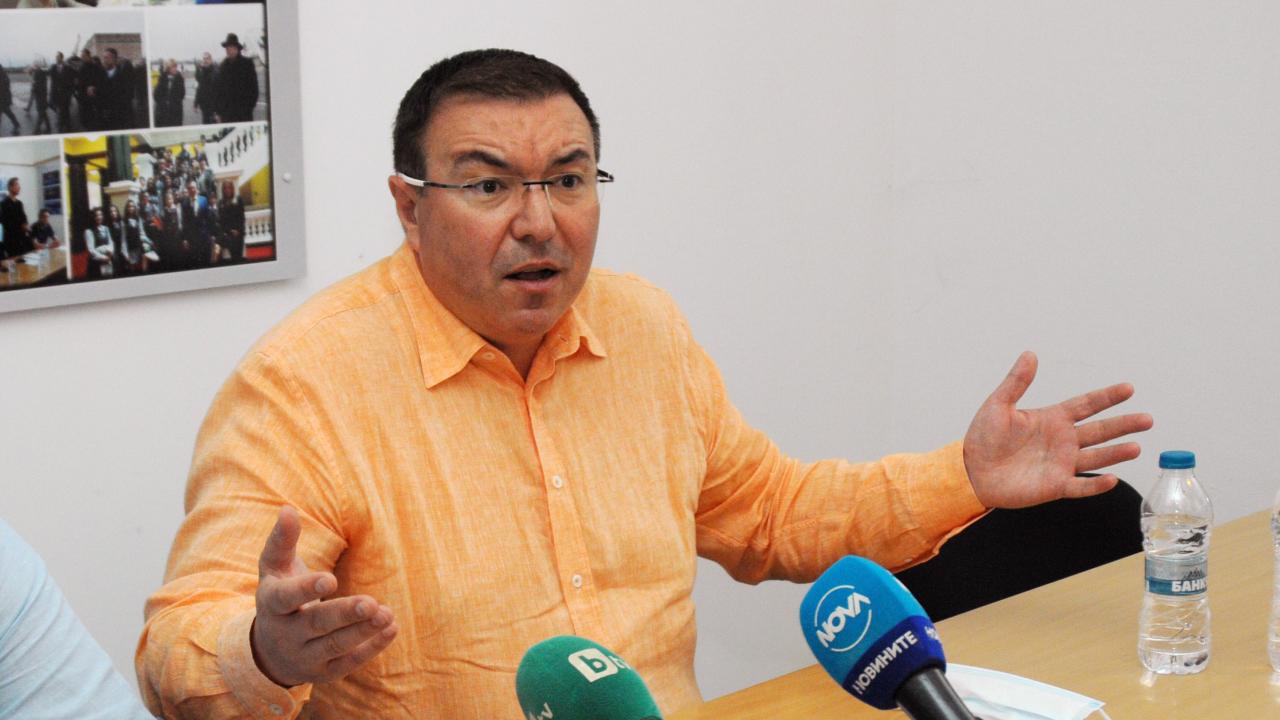 Костадин Ангелов: Не знам на министър Стойчо Кацаров кой му вярва още в България