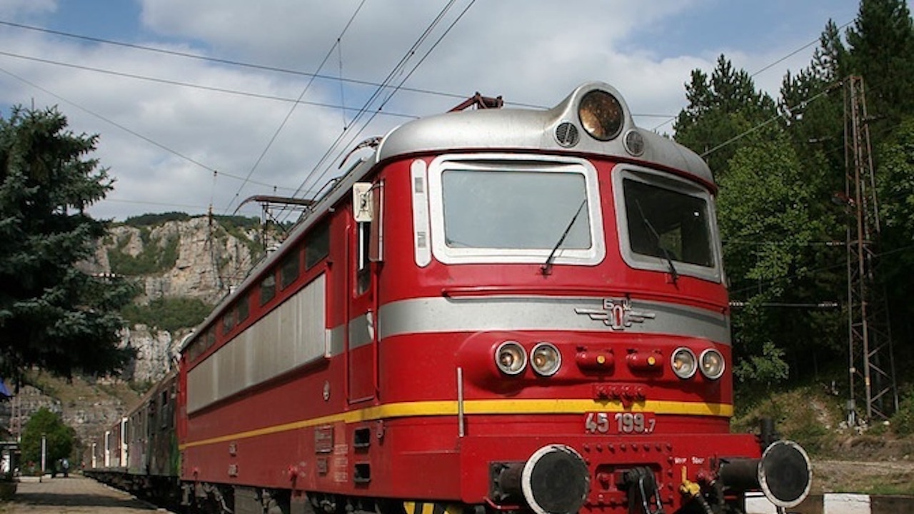 Пътници и персонал - без маски във влаковете