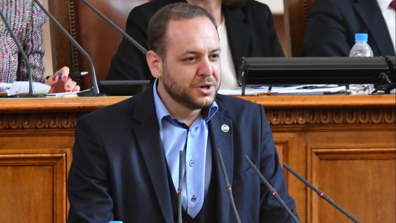 Сандов от ДБ определи като абсурдно поведението на ИТН и разкри, че е имало и по-добри кандидати за премиер