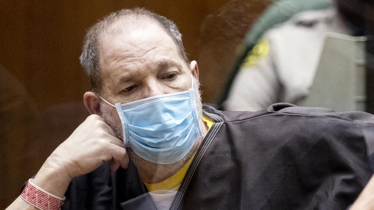 Съдия отхвърли едно от 11-те обвинения в сексуално посегателство срещу Харви Уайнстийн