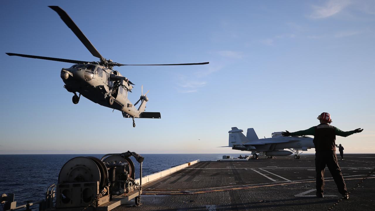 Американските военни съобщиха, че оказват помощ на нападнатия край бреговете на Оман танкер