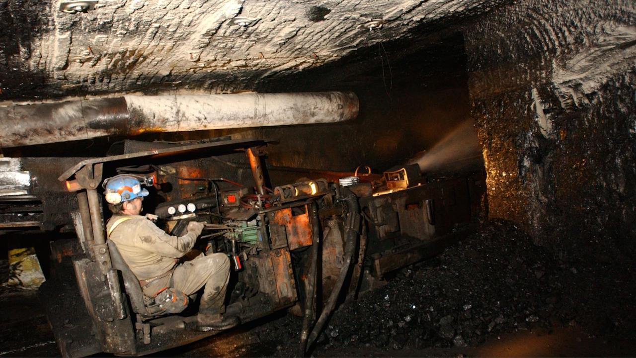 Миньор загина при взрив на метан в мина в Източна Украйна